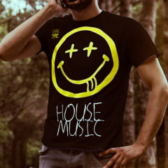 CAMISETA HOUSE MUSIC SMILE FLORESTA NEGRA COR PRETA